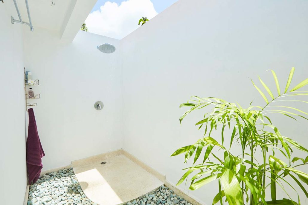 Kamafari Surfcamp Bali | Oceanview rooms bathroom