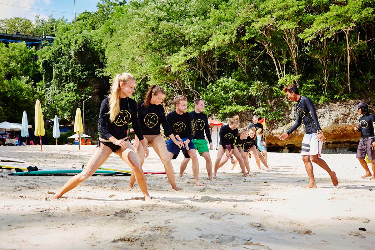 Kamafari Surfcamp Bali | Stretching at the beach