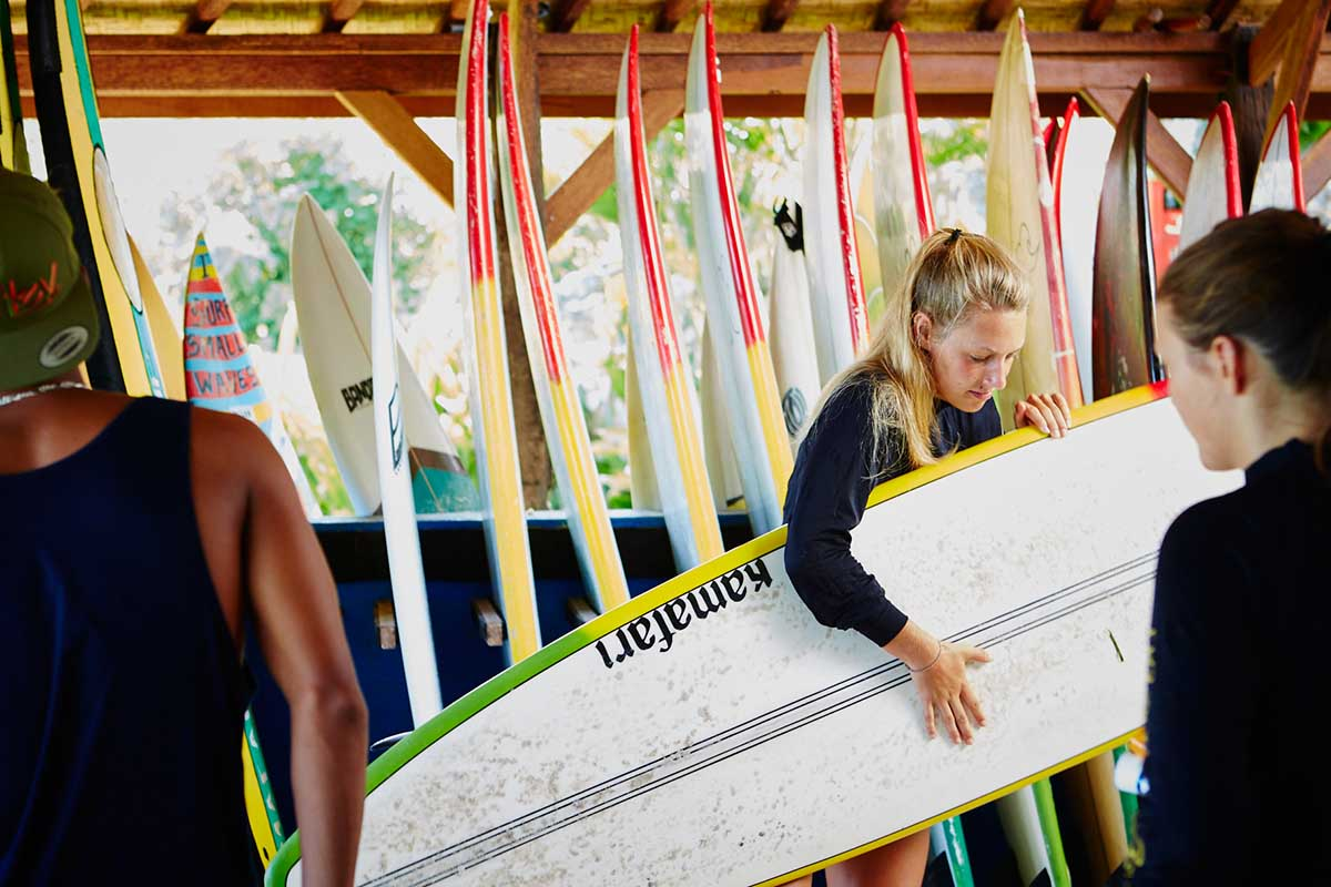 Kamafari Surfcamp Bali | Get the board