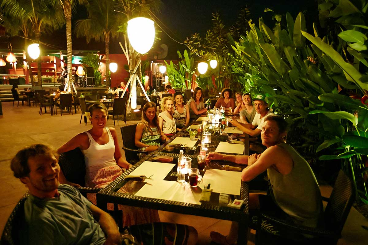 Kamafari Surfcamp Bali | Together out for dinner