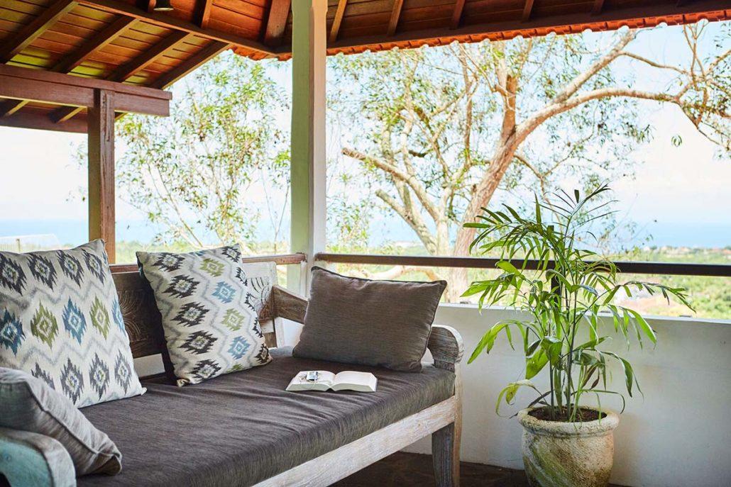 Kamafari Surfcamp Bali   Oceanview living area