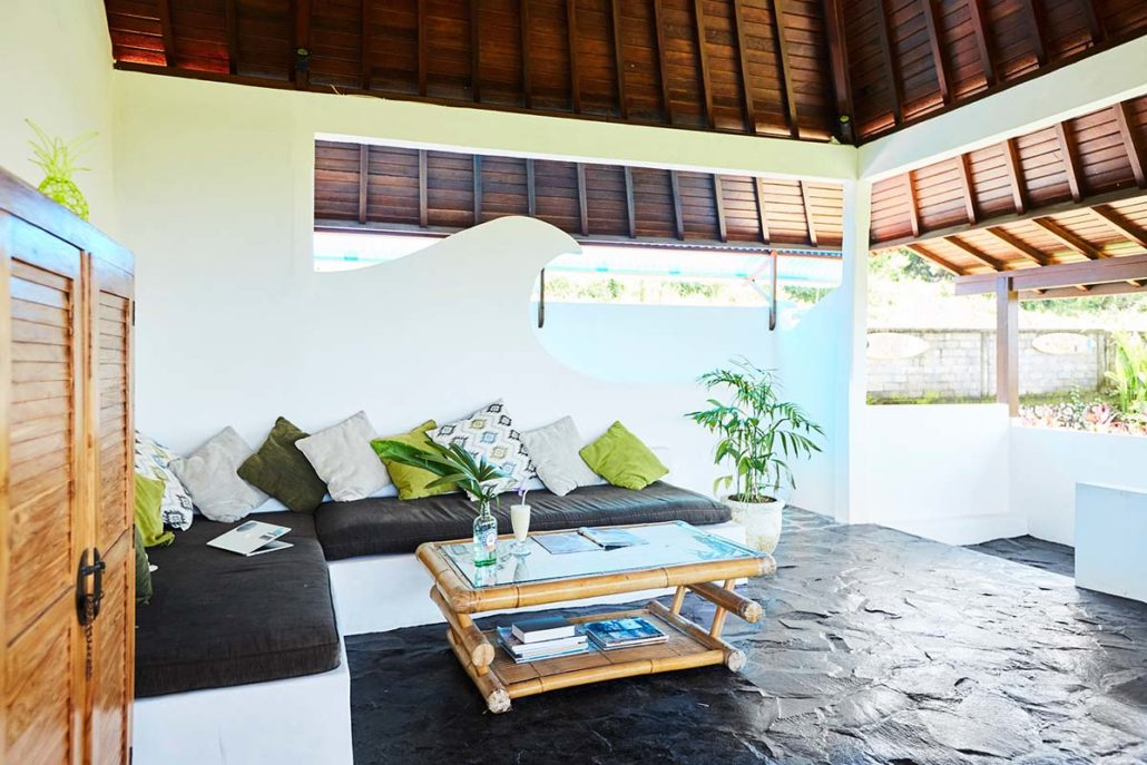Kamafari Surfcamp Bali | Oceanview living area