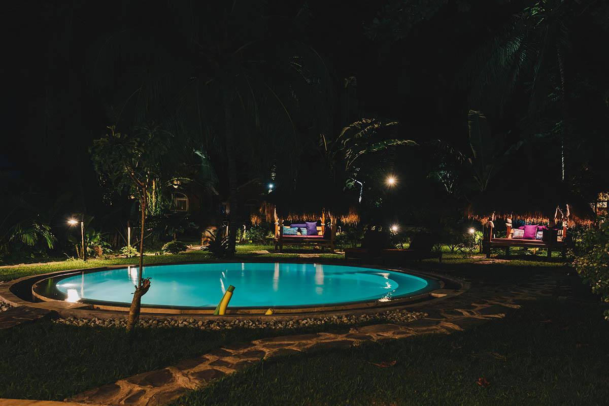 Surfcamp Lombok | Pool living area