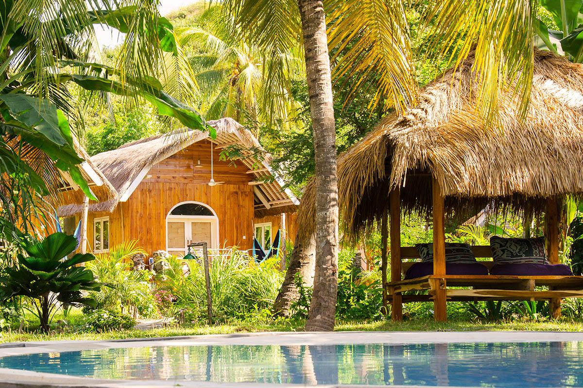 Surfcamp Lombok | Poolgarden